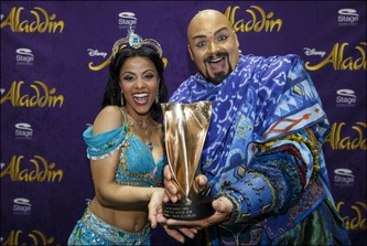 "Myrthes Monteiro och Enrico De Pieri i ""Aladdin"" Stage Theater Neue Flora, Hamburg. Bild: Stage Entertainment."